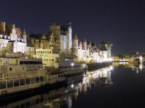 gdansk-at-night