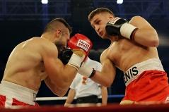 Denis Radovan verprügelt Francisco Duran