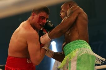 Mehr Ringen als Boxen - Tyron Zeuge gegen Isaac Ekpo